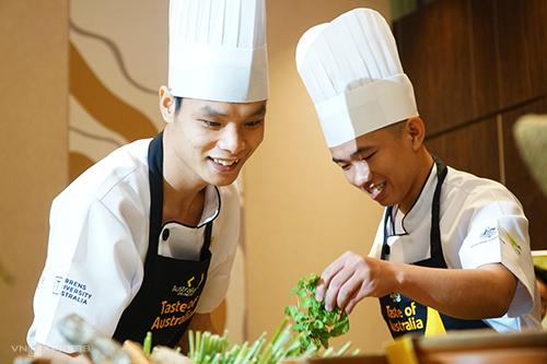 Sinh viên Việt Nam tranh tài nấu món ăn Australia - ảnh 2