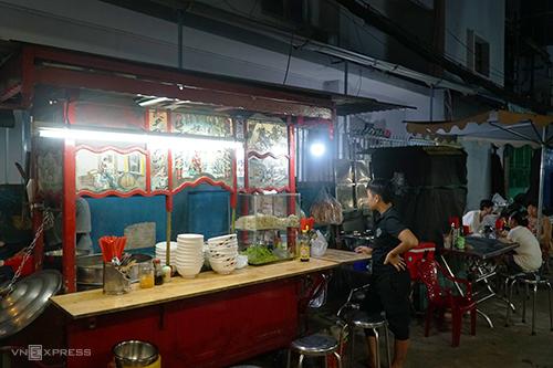Người sống quanh con hẻm 30 trên đường Nguyễn Khắc Chân đều biết địa chỉ này. Ảnh: Di Vỹ.