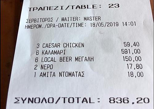 Khách Mỹ tố nhà hàng chặt chém gần 600 euro cho 6 con mực - ảnh 1