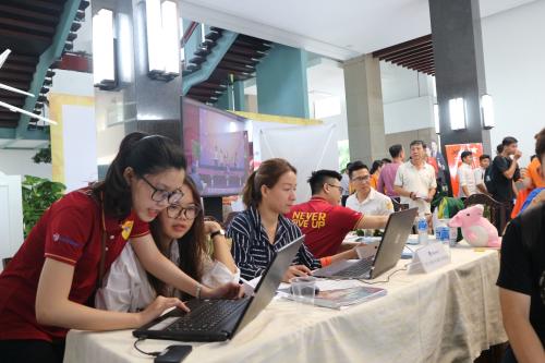 Ngày hội tuyển dụng - Job Fair 2019 thu hút gần 1.000 sinh viên, người lao động trẻ tham dự.