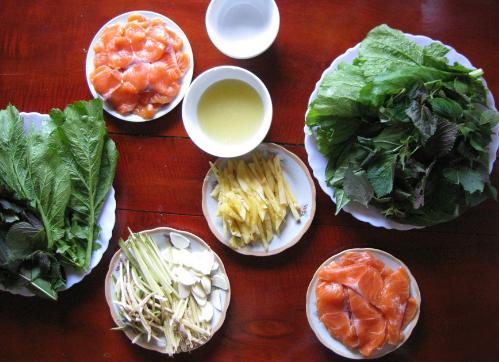 Gỏi cá hồi là một trong những món nên thửkhi đến Mộc Châu. Ảnh: Dulichmocchau.