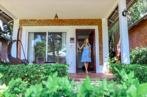 Famiana nhẹ nhàng với những bungalow và villa mộc mạc và gần gũi với thiên nhiên.