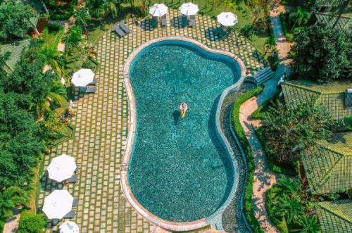 Ngoài bãi biển riêng đẹp cùng khuôn viên xanh mát, Famiana còn cung cấp các tiện ích thú vị như hồ bơi, nhà hàng, bar café, spa thư giãn, phòng gym và nhiều hoạt động thể thao giải trí như sân golf, sân tennis, bắn cung... du lịch phú quốc 4 sao với giá ưu đãi - 765423379-w500-5110-1559460969 - Du lịch Phú Quốc 4 sao với giá ưu đãi