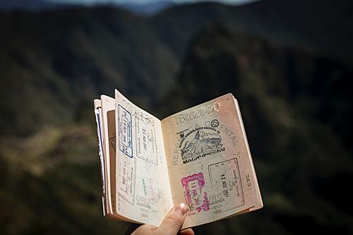 Du khách nên chuẩn bị đầy đủ hồ sơ trước chuyến đi một tháng. Ảnh: Unsplash.