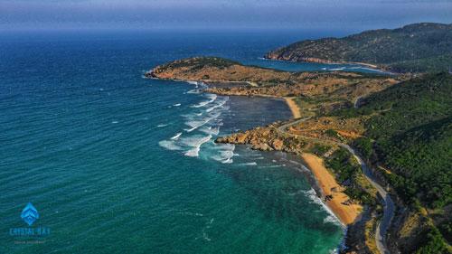 khí hậu nắng quanh năm, gió khô mát, thuận lợi cho mọi hoạt động của du khách.