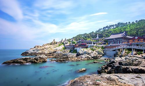 Busan, thành phố cảng lớn nhất Hàn Quốc đang được các hãng hàng không đẩy mạnh khai thác. Ảnh: Our Honeymoon Destinations.