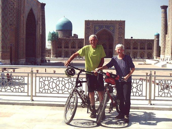 Đôi vợ chồng ngoài 60 tuổi phượt xe đạp từ Anh đến Trung Quốc