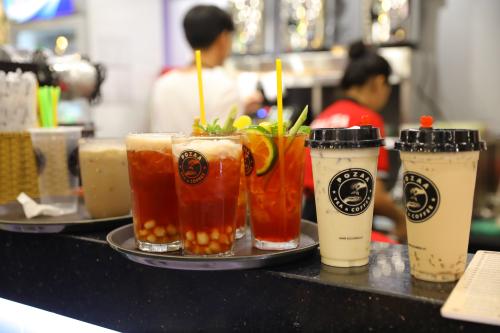 Ngoài trà sữa nướng - món đặc biệt, cửa hàng còn có trà sữa matcha kem chese, trà đào cam sả, trà sữa trân châu hoàng gia...