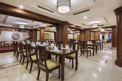 Không gian ấm áp và món mì Quảng đặc trưng tại nhà hàng Cung Đình mang lại cho thực khách nhiều trải nghiệm đáng nhớ.