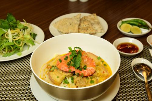 Thưởng thức mì Quảng tại nhà hàng Cung Đình - khách sạn Rex Sài Gòn - 1