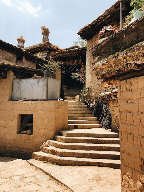 Ngôi làng 500 tuổi với các nhà thông nhau ở Vân Nam