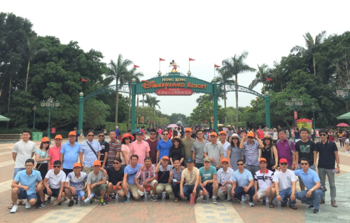 Đoàn khách TST tourist du ngoạn Hong Kong. Ảnh TST tourist