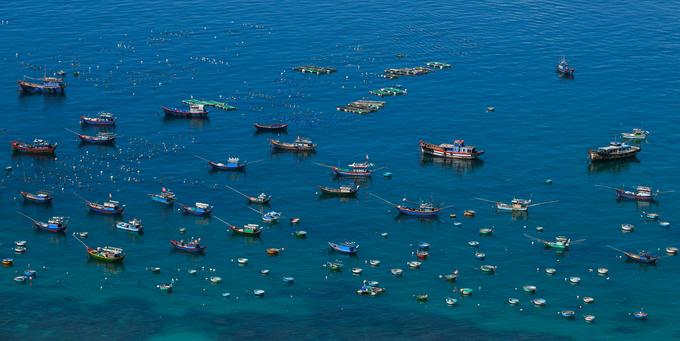 Những tảng đá thách thức trọng lực trên đảo ở Quy Nhơn