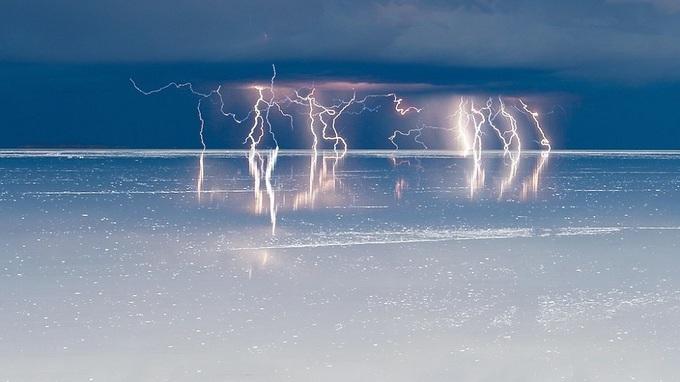 Vẻ đẹp siêu thực của cánh đồng muối lớn nhất thế giới