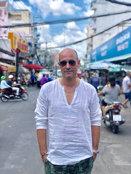 Bếp trưởng Canada, David Roccođến Việt Nam để ghi hình cho chương trình truyền hình ẩm thực ăn khách thế giới, David Roccos Dolce Vita.Anh nổi tiếng là người tiên phong phá vỡ các rào cản văn hoá bằng cách kết nối mọi người thông qua tình yêu với các món ăn. Các chương trình truyền hình về ẩm thực của anh hiện được phát sống tại 150 quốc gia trên thế giới.