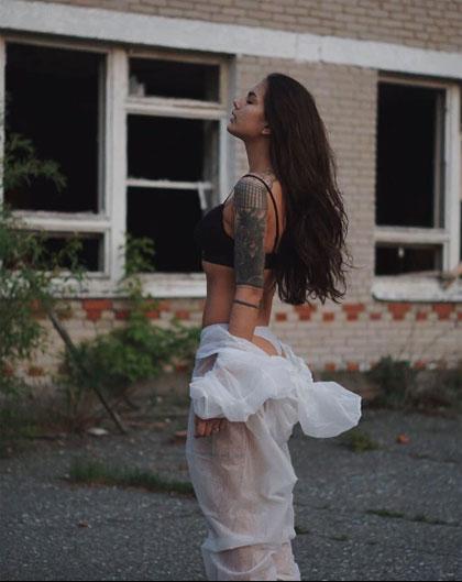 Đôc giả cho biết họ không thấy đẹp hay gợi cảm trong những bức ảnh được chụp ở một nơi chết chóc như Chernobyl. Ảnh: Sun.