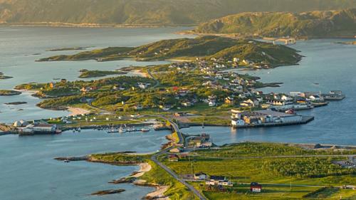 Có khoảng 300 cư dân sống trên đảo. Ảnh: CNN.