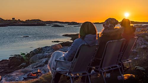 Vào những ngày mặt trời mọc liên tục, người dân trên đảo gần như không quan tâm đến đồng hồ. Ảnh: CNN.