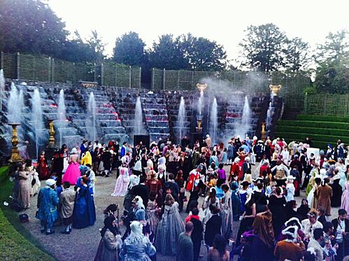Đêm hội hoàng gia tại cung điện lộng lẫy nhất nước Pháp - ảnh 1