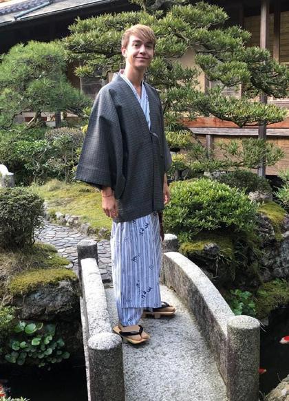 Paul Ewart từng tắm khỏa thân trongphòng xông hơi tại Bắc Âu, nhưngvẫn chưa quen với văn hóa tắm chung khi tới Nhật Bản. Ảnh: News.