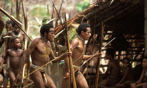 Bộ tộc nguyên thủy sống giữa rừng già ở Indonesia