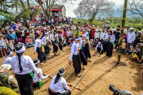 Chương trình códiễn tiết mục văn nghệ đậm chất vùng cao, trò chơi dân tộc ném Pao của người Mông, nhảy sạp, múa xòe.