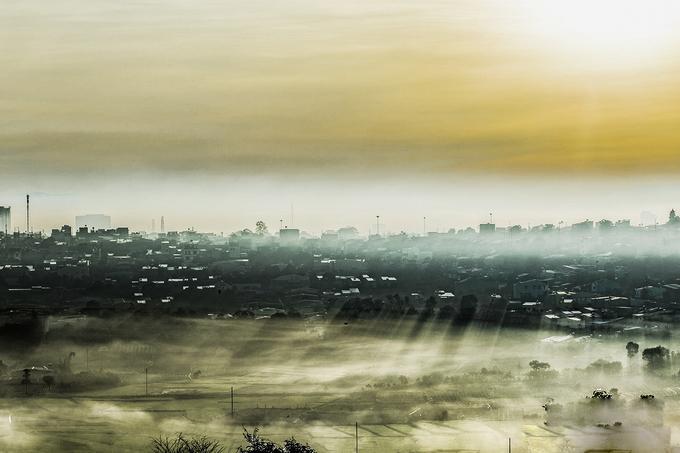 Phố núi Gia Lai chìm trong sương sớm