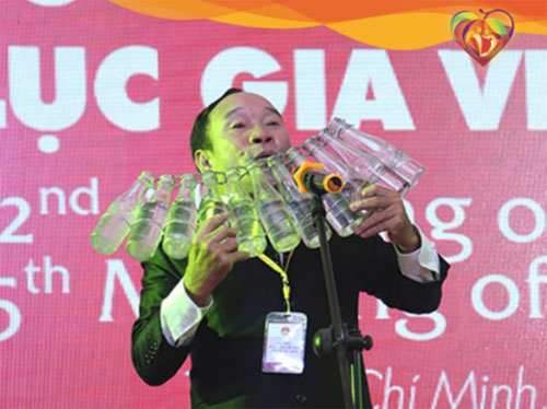 Nghệ sĩ Mai Đình Tới - Nghệ sĩ sáng tạo và biểu diễn nhiều loại nhạc cụ tự chế độc đáo nhất thế giới.