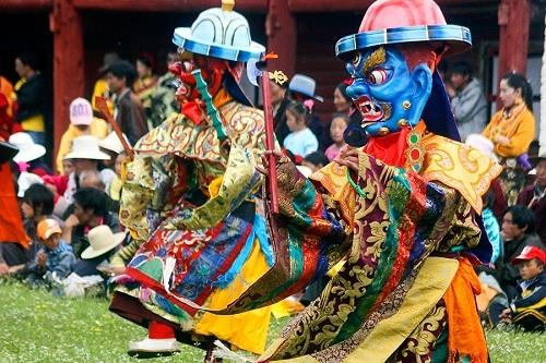 Lễ cầu nguyện Monlam là lễ hội lớn nhất ở Tây Tạng, thường được tổ chức từ ngày 4 - 11 theo lịch mặt trăng. Ảnh: Equus Journeys.