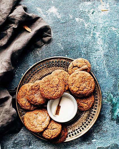 Một số loại bánh quy hạt tiện lợi mang theo khi du lịch. Ảnh: Unsplash.