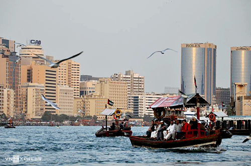 UAE miễn phí visa (80 USD) cho khách dưới 18 tuổi