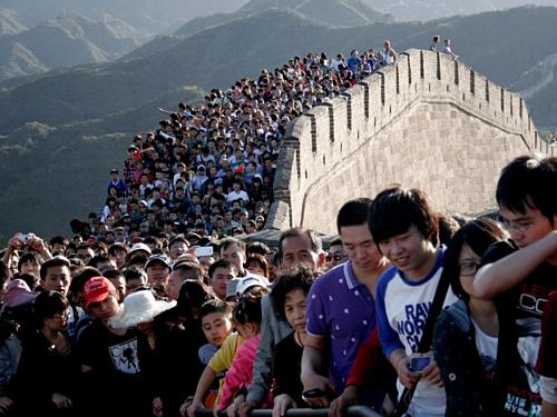 Tình trạng đông đúc luôn xảy ra tại những điểm tham quan nổi tiếng của Trung Quốc vào dịp Tết Âm lịch. Ảnh:Reuters.