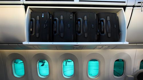 Theo quy định của Hiệp hội Vận tải Hàng không Quốc tế IATA, kích thước hành lý xách tay tối đa là 56cmx45cmx22cm. Ảnh: Express.
