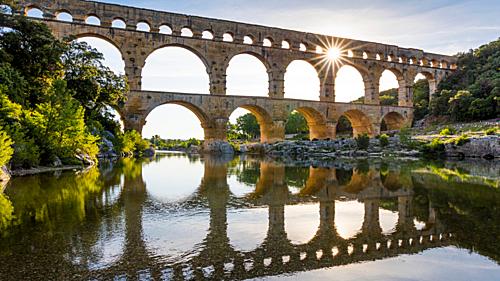 Ngày nay cầuPont du Gard là một trong những điểm du lịch nổi tiếng nhất nước Pháp. Ảnh: Bedouk.