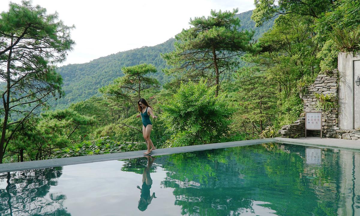 Trekking, chụp ảnh bể bơi vô cực giữa núi rừng Ba Vì - VnExpress Du Lịch