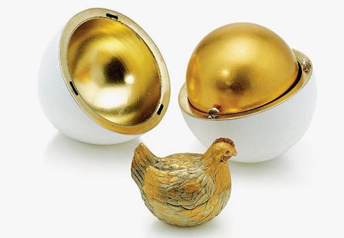 Trứng Phục sinh Hoàng giađầu tiên hiện được trưng bày ở bảo tàng Faberge. Ảnh: AFP.