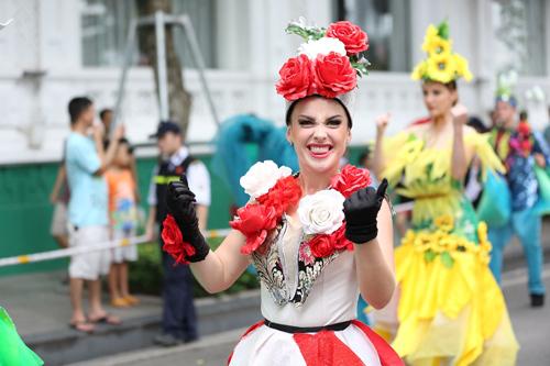 Những khoảnh khắc đẹp trong Carnival đường phố Hà Nội - ảnh 8