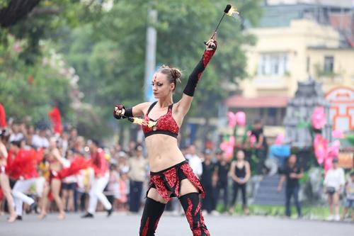 Những khoảnh khắc đẹp trong Carnival đường phố Hà Nội - ảnh 2