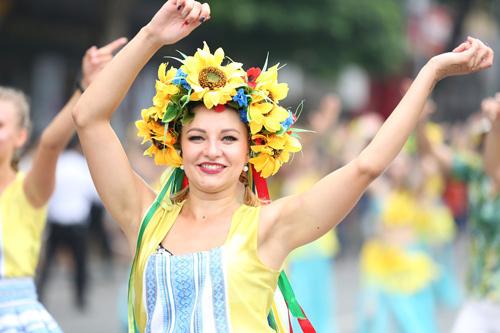 Những khoảnh khắc đẹp trong Carnival đường phố Hà Nội - ảnh 4