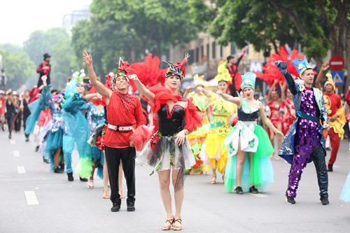 Những khoảnh khắc đẹp trong Carnival đường phố Hà Nội - ảnh 1
