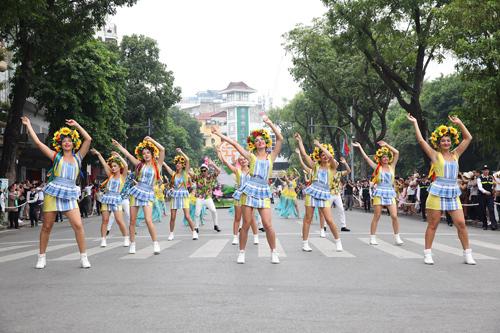 Những khoảnh khắc đẹp trong Carnival đường phố Hà Nội - ảnh 3