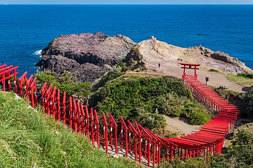 Ngôi đền ven biển có 123 cánh cổng đỏ rực ở Nhật Bản - ảnh 2