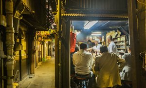 Khu phố tập trung hơn 200 quán bar trong ngõ ở Tokyo