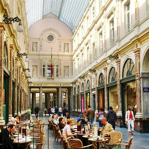 Trung tâm thương mại Galeries Royales Saint-Hubert là nơi tập trung nhiều hãng thời trang nổi tiếng. Ảnh: Visit Brussels.