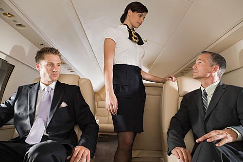 Phương châm Khách hàng luôn đúng trong ngành dịch vụ là điều khiến nhiều người không dám ngăn chặn hành vi quấy rối trên chuyến bay. Ảnh: Bravo TV.