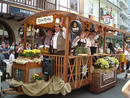 Oktoberfest ở Blumenau (Brazil) còn được mệnh danh là