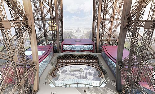 Từ năm 2014, mặt sàn tầng một của tháp Eiffel đã được thay bằng kính để tạo cảm giác mới lại cho khách tham quan. Ảnh: