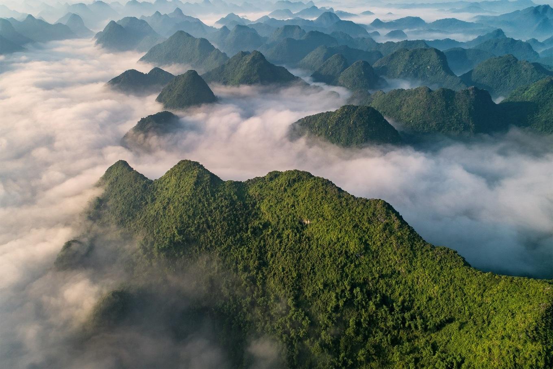Thung lũng Bắc Sơn ẩn hiện trong mây vào mùa lúa chín