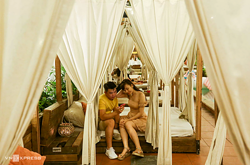 Quán cà phê có lều và nệm để nằm, Sài GònẢnh: Quỳnh Trần.