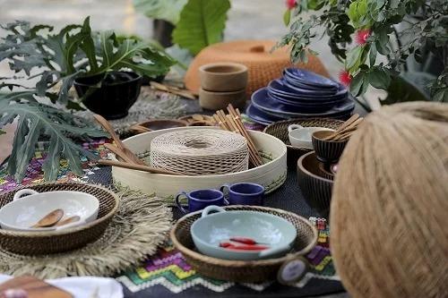Một số sản phẩm thủ côngthường được khách du lịch mua làm quà lưu niệm khi đến Việt Nam. Ảnh: Sadec District.
